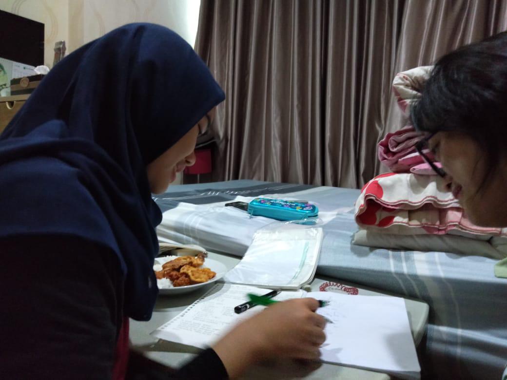 kegiatan belajar di rumah murid